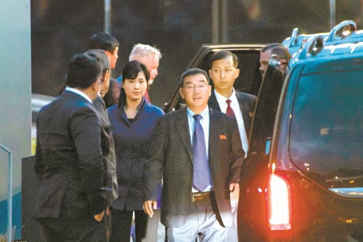 Members of the North Korean delegation arrive to Arlanda airport north of Stockholm, Friday (KST). Working-level nuclear negotiations are expected to resume between the U.S. and North Korea. AFP-Yonhap