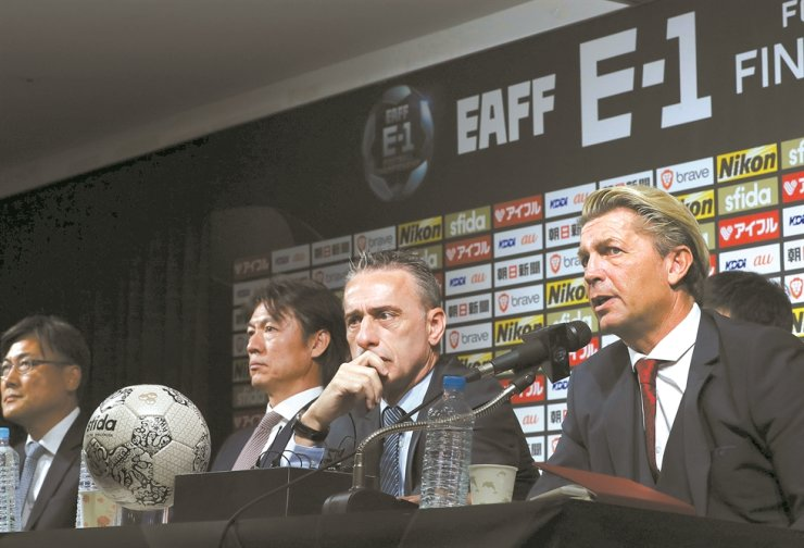 Colin Bell, right, the manager of the South Korea women's national football team, speaks during a press conference in Seoul, Tuesday. Next to him are Paulo Bento, the men's national team manager, Hong Myung-bo, a former national team player now representing the Korean Football Association, and Park Yong-soo, secretary general of the 2019 East Asian Football Federation (EAFF) E-1 Football Championship which will kick off in Busan in December. /Yonhap