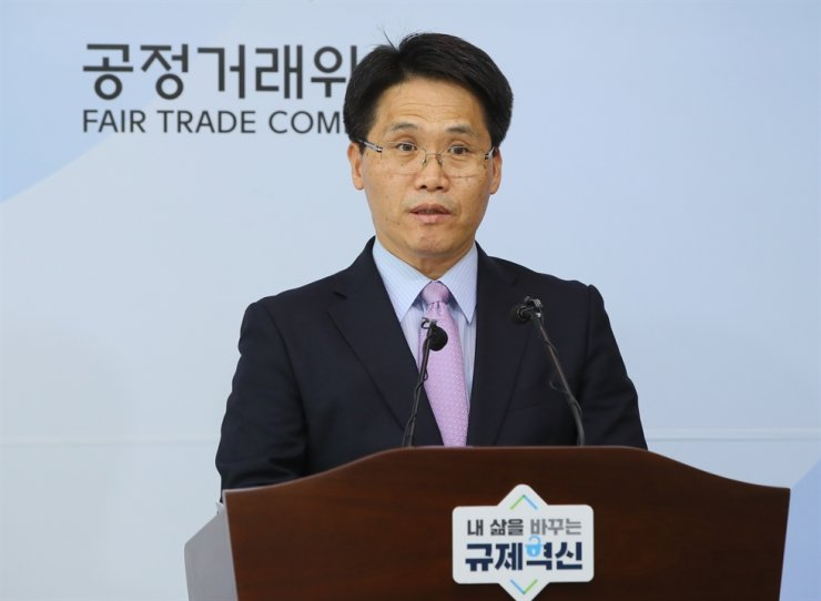 Kim Hyung-bae, head of the Fair Trade Commission's Cartel Investigation Bureau, speaks during a press conference at the antitrust agency in Sejong, Tuesday, on collusion between seven logistics firms. Yonhap