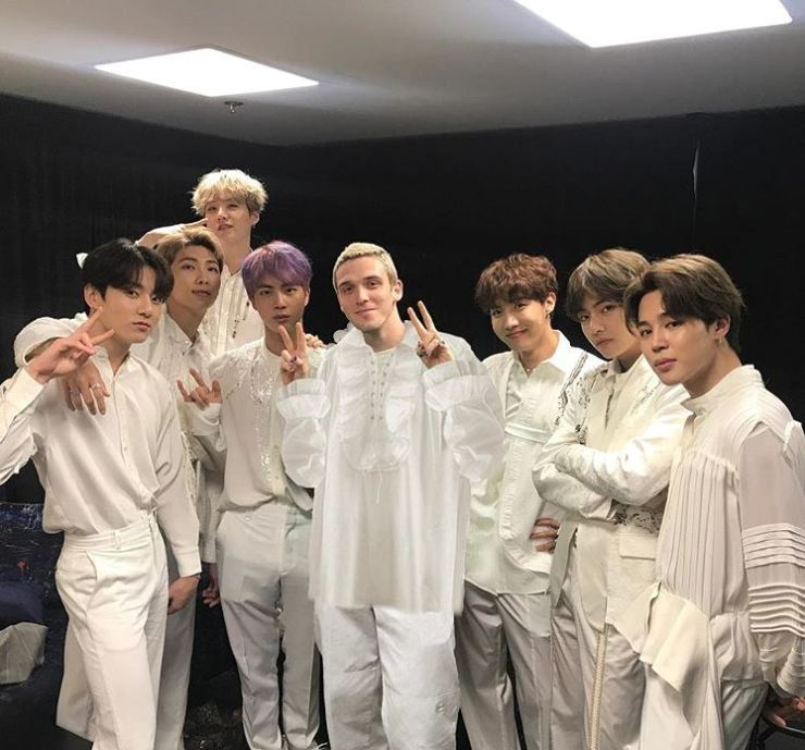 Lauv and BTS pose for the camera. Captured from Lauv's Instagram.