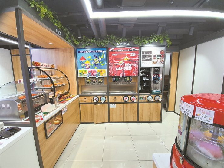A Slurpee machine is installed in a 7-Eleven location in Gyeongnidan area in Seoul's Itaewon-dong. / Korea Times photo by Jon Dunbar