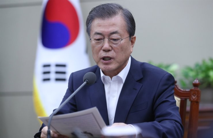 President Moon Jae-in speaks during a meeting with his senior aides, Monday. Yonhap