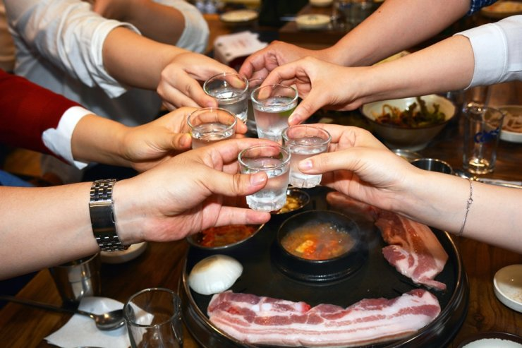 Korea's workplace culture is changing, with 64.5 percent of employees stating that they are free to refuse invitations to attend work dinners, according to a survey, Tuesday. / gettimagesbank