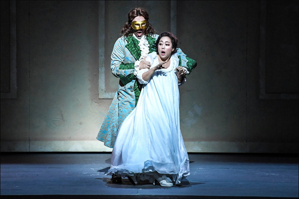 Seoul Metropolitan Opera presents Mozart's opera 'Don Giovanni' at the Sejong Center for the Performing Arts until Nov. 2. The photo is taken from a press call held Monday at the Grand Theater of the Sejong Center for the Performing Arts. / Courtesy of Sejong Center and Seoul Metropolitan Opera