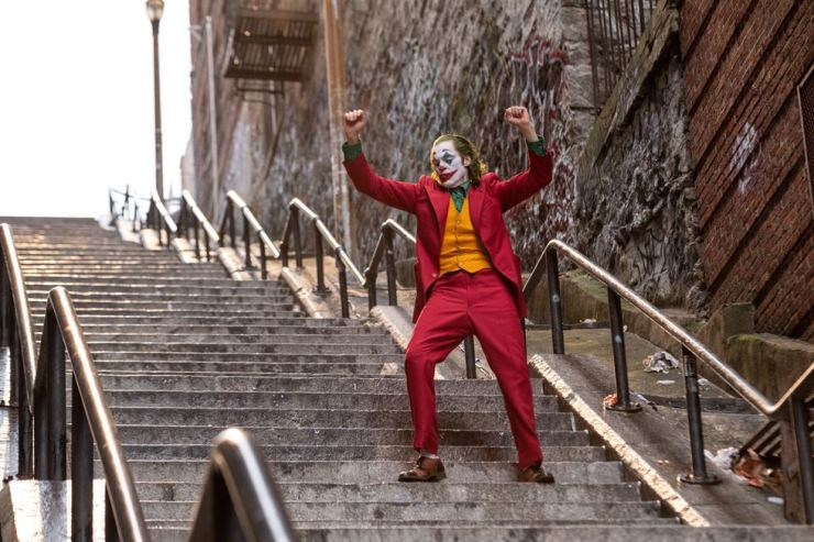 A scene from 'Joker' shows Arthur Fleck dancing down some stairs after dressing as the Joker. /Courtesy of Warner Bros. Korea