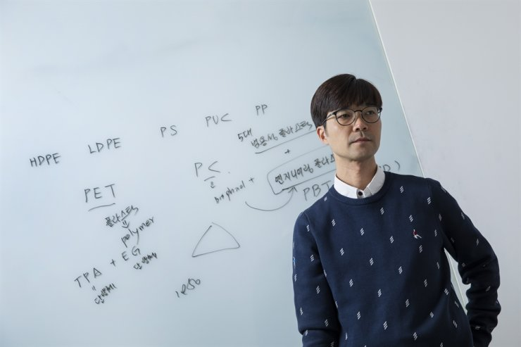 Hwang Sung-yeon, a researcher at the Korea Research Institute of Chemical Technology, speaks during a recent interview with the Korea Times. Korea Times photo by Shim Hyun-chul