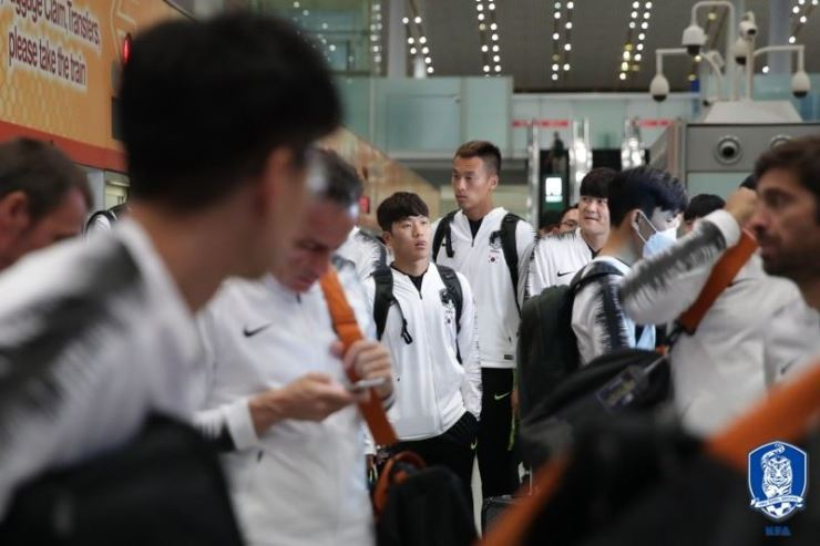 The Korean national football team arrives at the Beijing Capital International Airport in China, Monday, en route to Pyongyang. Yonhap