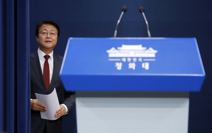 Cheong Wa Dae and the Ministry of Foreign Affairs are about to begin selecting agenda items for South Korea's special summit with ASEAN in Busan from Nov. 25 to 26.  Yonhap