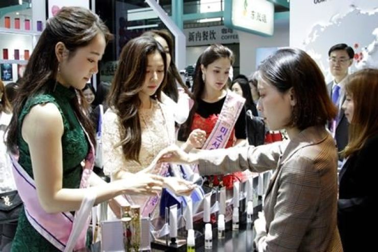 Korea's trade surplus in beauty products hit an all-time high last year on the back of strong demand from China and other Asian countries. Korea Times file
