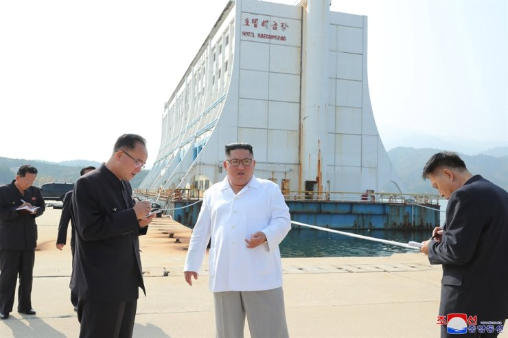 North Korean leader Kim Jong-un, center, inspects the Mount Gumgang resort on the east coast once jointly run by the two Koreas, Pyongyang's state media reported Wednesday. Yonhap