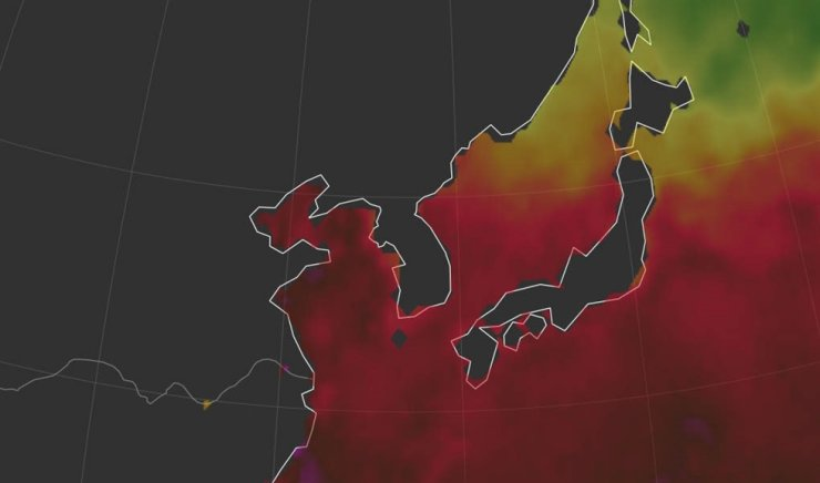 This Aug. 3, 2018 image captured from the website of Earth Nullschool, a provider of global visualized weather information, shows the sea surface temperature around the Korean Peninsula is similar to that of areas in the Tropic of Cancer. Dark red and purple indicate the temperature ranges from 28 degrees to 31 degrees Celsius, while Orange and red mean 23 degrees Celsius to 28 degrees Celsius. The average temperature of the Korean Peninsula from 2015 to 2019 was 13.3 degrees Celsius, up 0.3 degrees from the previous five-year period. / Yonhap