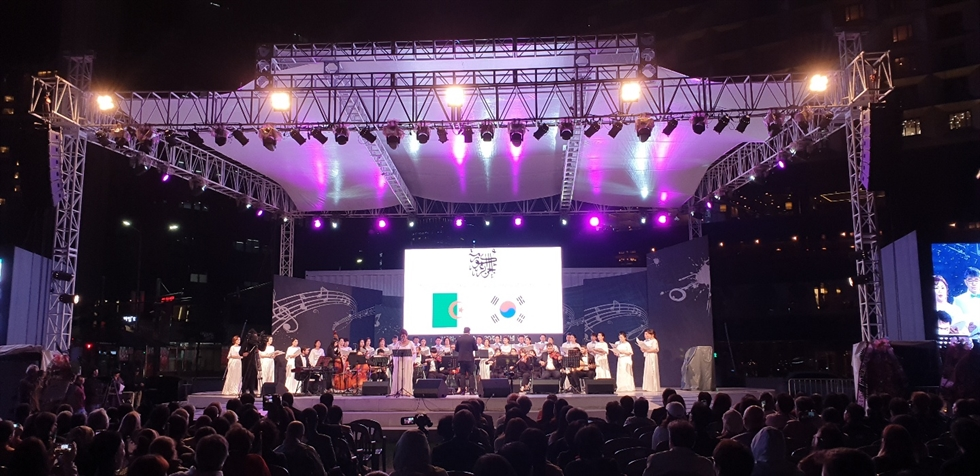 Algerian composer and violinist Khalil Baba Ahmed performs with an orchestra during a concert, titled 'Algerian-Korean Musical Night,' to celebrate the 30 years of bilateral ties between  Algeria and Korea at Seoul Plaza, Oct. 8. / Korea Times photo by Yi Whan-woo