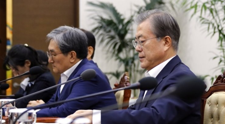 President Moon Jae-in presides over a meeting with senior presidential secretaries at Cheong Wa Dae in Seoul, Tuesday. Yonhap