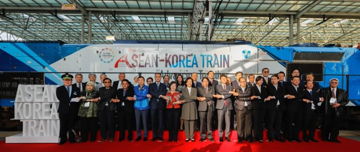 ASEAN-Korea Centre Secretary-General Lee Hyuk, front row fifth from left, and other dignitaries cross arms to celebrate the ASEAN-Korea Train: Advancing Together project at Seoul Station in central Seoul, Oct 16. / ASEAN-Korea Centre