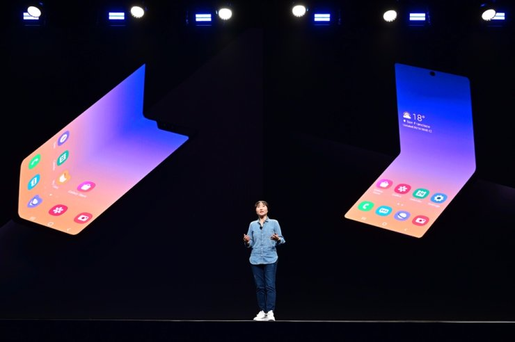 Jeong Hye-soon, vice president of Samsung Electronics, introduces clamshell-style foldable phone, right on her back, at the Samsung Developer Conference 2019 in San Jose, Calif., Tuesday (local time). Courtesy of Samsung Electronics