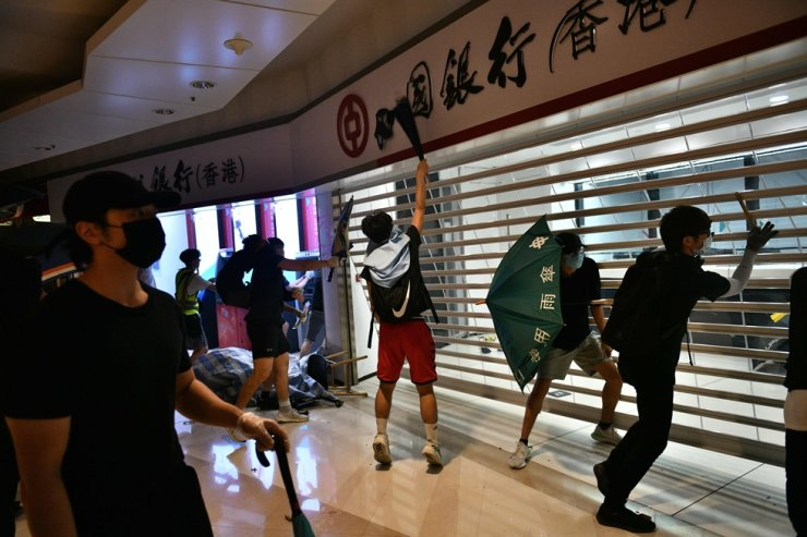 Protesters smash up a branch of the Bank of China in the Tseung Kwan O residential neighbourhood of Kowloon on October 7, 2019. AFP-Yonhap