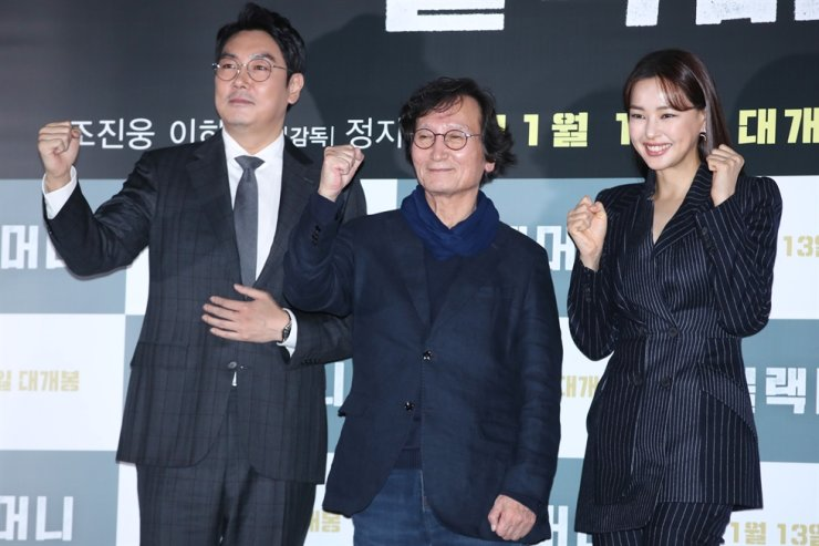 Actor Cho Jin-woong, from left, director Chung Ji-young and actress Lee Ha-nee pose for pictures during a media conference for new crime drama film 'Black Money,' held at Yongsan CGV in Seoul, Monday. Yonhap