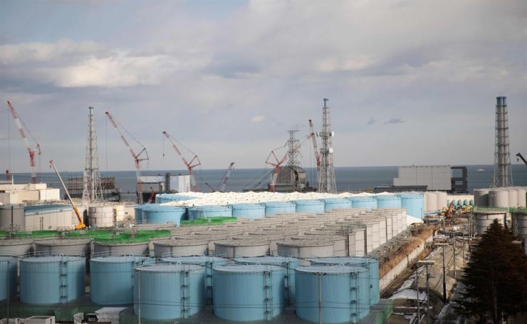 Reactor units 1 to 4 and storage tanks for contaminated water at the Fukushima Daiichi Nuclear Power Plant in Okuma, Fukushima Prefecture, are seen in this file photo taken Jan. 31, 2018. AFP-Yonhap