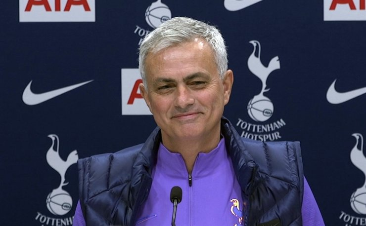 Image taken from PA Video showing newly appointed Tottenham Hotspur manager Jose Mourinho during a press conference at Tottenham Hotspur Training Centre, in London, Thursday. AP-Yonhap