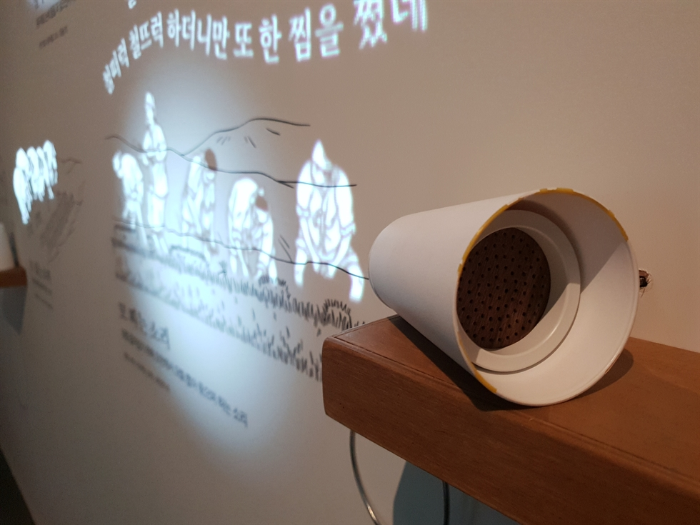 Visitors listen to recordings of traditional funeral songs at the permanent exhibit of Seoul Museum of Korean Folk Music, Nov. 21. / Korea Times photo by Lee Suh-yoon