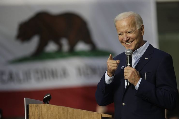 Democratic presidential candidate former Vice President Joe Biden smiles during a campaign rally at the Los Angeles Trade Technical College, Nov. 14. AP-Yonhap