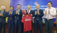 Park extends coaching contract with Vietnam football team