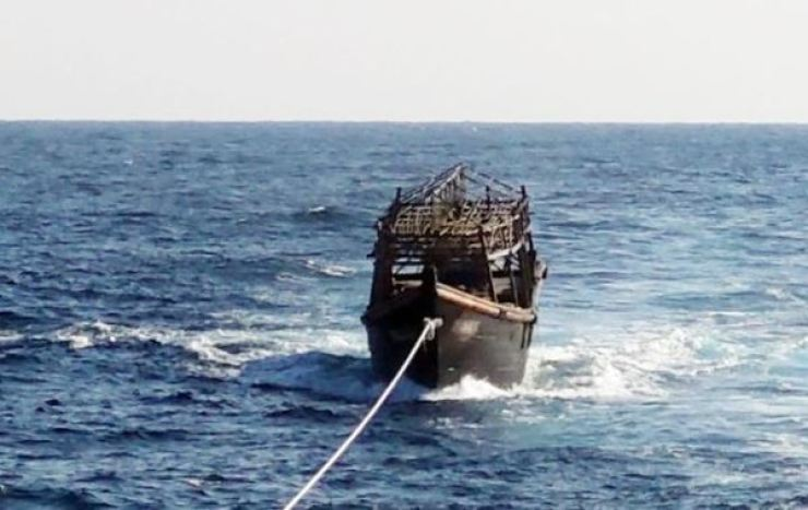 A South Korean Navy vessel, unseen, tows a North Korean squid fishing boat in the East Sea, Nov. 8. Two North Korean fishermen were on board when they entered the territorial waters of South Korea. They were later alleged to have killed 16 of their peers. / Yonhap