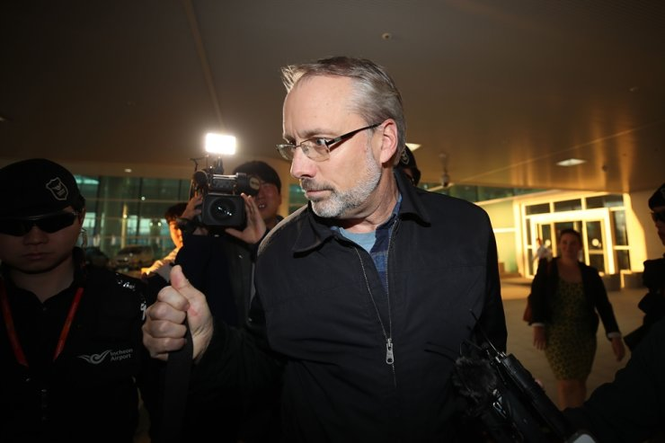 James DeHart, senior advisor for security negotiations and agreements at the U.S. Department of States' Bureau of Political-Military Affairs who heads the U.S. side for the 11th Special Measures Agreement arrives at Incheon International Airport, Tuesday. Yonhap