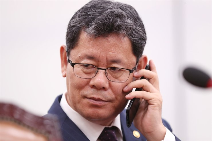 Unification Minister Kim Yeon-chul listens over the phone at the start of National Assembly Diplomacy and Unification Committee session, Yeouido, Seoul, Wednesday. Yonhap