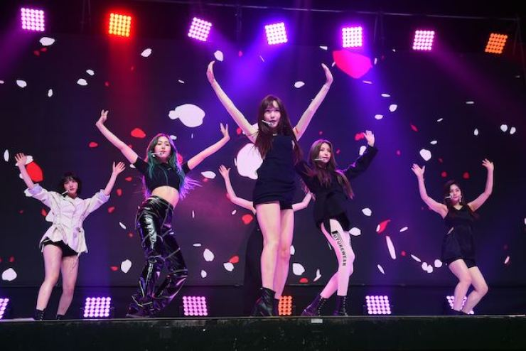 K-pop group, GFriend performing Korea Times file