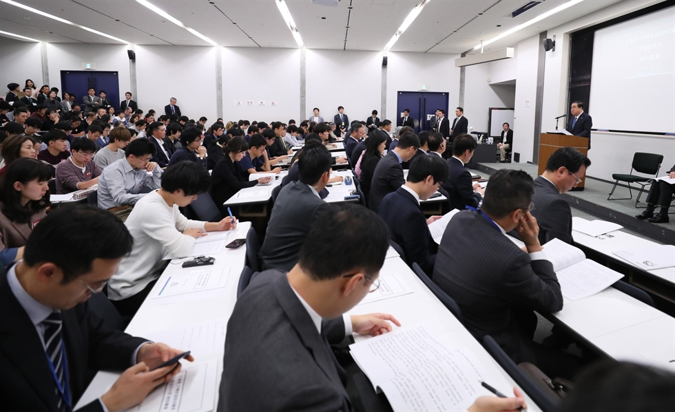 National Assembly Speaker Moon Hee-sang speaks during his lecture at Japan's Waseda University in Tokyo, Tuesday, where he proposed a compromise to Tokyo on the issue of Japanese companies compensating surviving South Korean victims of forced labor. Courtesy of the National Assembly