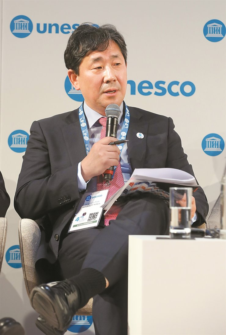 Culture and Sports Minister Park Yang-woo speaks during the UNESCO Forum of Ministers of Culture in Paris, Tuesday. / Yonhap