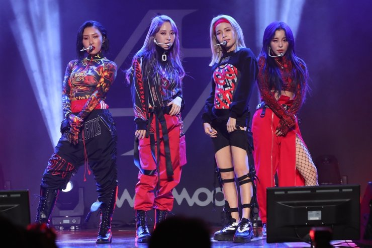 K-pop girl band MAMAMOO released its second full-length album 'reality in BLACK' Thursday. Yonhap
