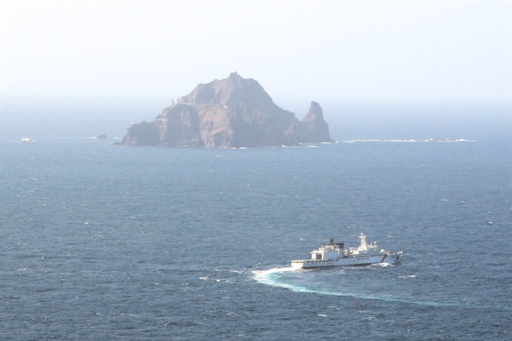 A naval vessel conducts a search and rescue operation in waters near the Dokdo islets in the East Sea, Friday, following the crash of a medical helicopter the previous day. Yonhap