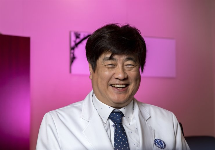 Yonsei Cancer Center's Director Keum Ki-chang, M.D., Ph.D, speaks during an interview with The Korea Times, Nov. 20, at his office in Seoul. / Korea Times photo by Shim Hyun-chul