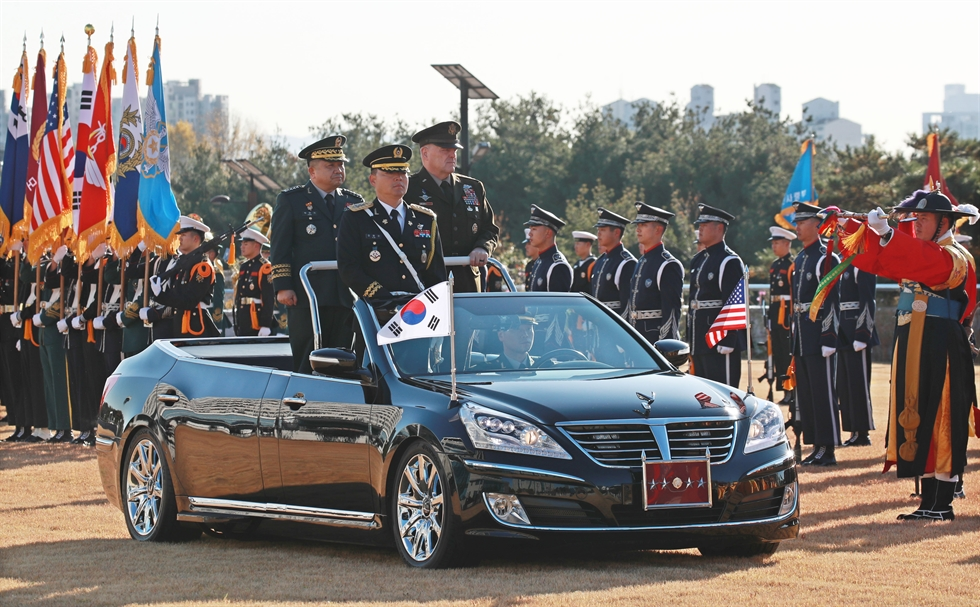 U.S. Joint Chiefs of Staff Chairman Gen. Mark Milley salutes with his Korean counterpart and host Gen. Park Han-ki during an honor guard review in the grounds of the Defense Ministry before their Military Committee Meeting (MCM) Thursday. Yonhap