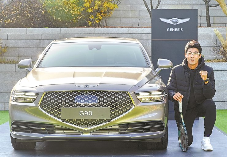 Tennis star Chung Hyeon poses with the Genesis G90 during a fan meeting at the Shilla Hotel Seoul, Friday. Genesis, an independent luxury brand of Hyundai Motor, signed a five-year partnership with Chung as brand ambassador in 2018. Chung reached No. 19 in world rankings in 2018. Courtesy of Genesis