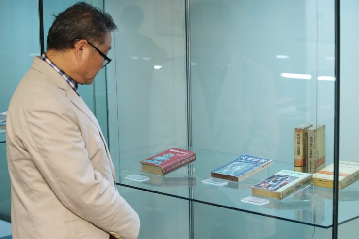 A visitor looks at books on display at 'Publishing a Book ― 100 Years of Modern Publishing in Korea,' an exhibition at the Samseong Museum of Publishing in central Seoul. Yonhap