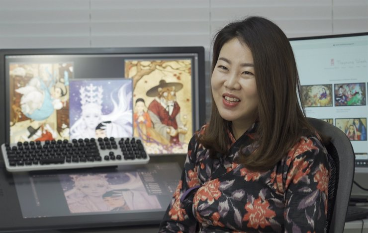 Illustrator Wooh Na-young, known by her pen name 'Obsidian,' has caught the eyes of people in Korea and around the world with her unique style of reinterpreting Western characters in an Eastern way. Korea Times photo by Lee Min-young, Kim Kang-min