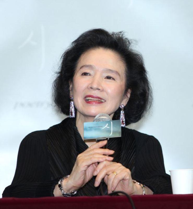Yoon Jeong-hee.