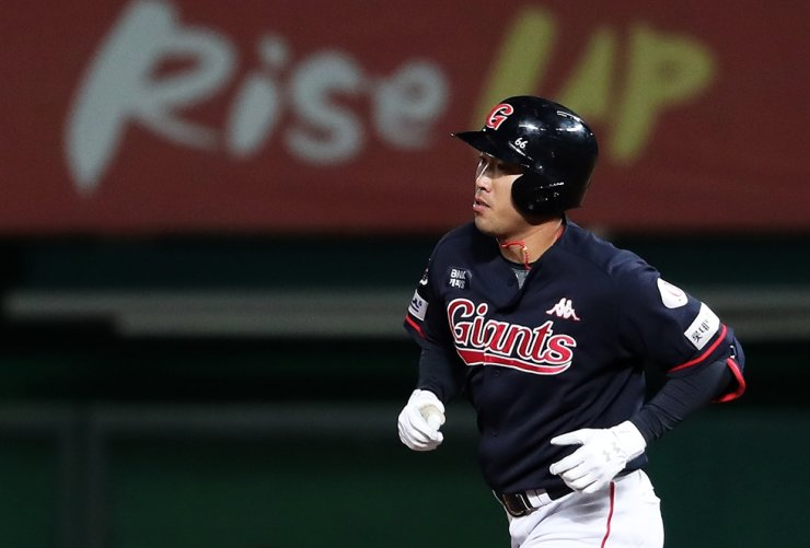 Jeon Jun-woo, an outfielder for the Lotte Giants, is one of the 19 players to explore the open market. /Yonhap