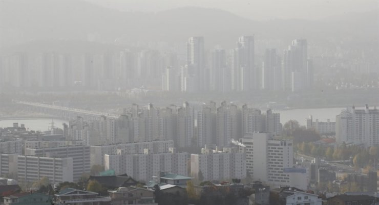 Seen above is a bird's eye view of apartment complexes in Seoul. / Yonhap
