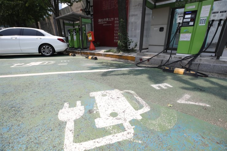 An electric car charging station in Jongno-gu, Seoul on Aug. 4, 2019 / Yonhap