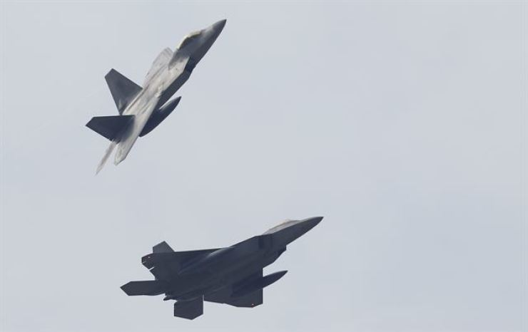 Two F-22 Raptor stealth fighter jets from the U.S. Air Force fly through the sky near the Republic of Korea Air Force 1st Fighter Wing's base in Gwangju, in this Dec. 2, 2017 photo, in preparation for the South Korea-U.S. joint Vigilant Ace air exercise that was carried out from Dec. 4 to 8 that year. Yonhap