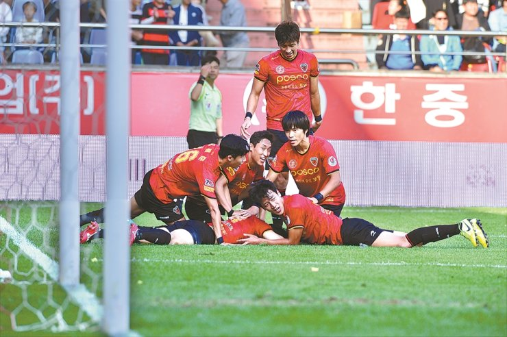 Pohang Steelers players celebrate a goal during a recent game in Pohang. /Yonhap