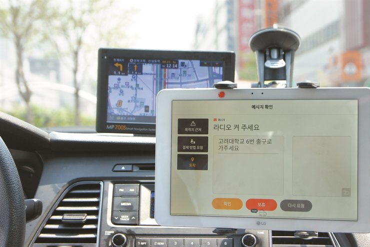 Passengers can communicate with drivers who are deaf or hard of hearing, using the Goyohan Taxi app installed on a tablet PC. / Courtesy of Coactus