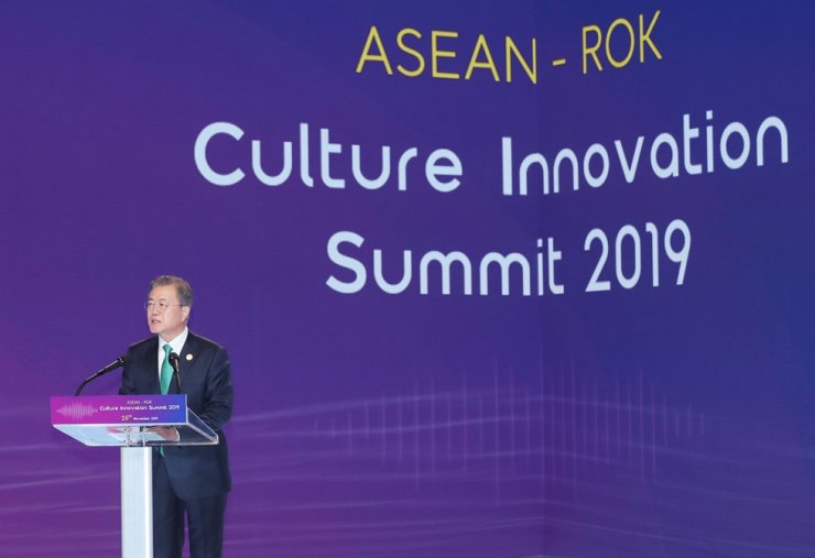 President Moon Jae-in delivers an opening speech for a cultural forum on the sidelines of the Korea-ASEAN special summit in Busan, Monday. Yonhap