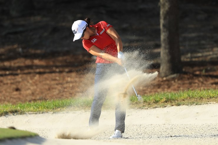 Kim Sei-young of South Korea plays a shot from a bunker on the 15th hole during the first round of the CME Group Tour Championship at Tiburon Golf Club in Naples, Fla., Thursday. AFP-Yonhap