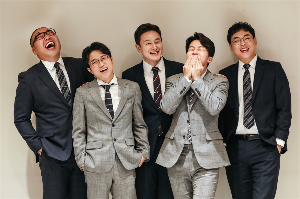 MAHEUN5 members released their first single 'Twenty Forty Years Old' in October. Courtesy of Makestar, LALAmedia