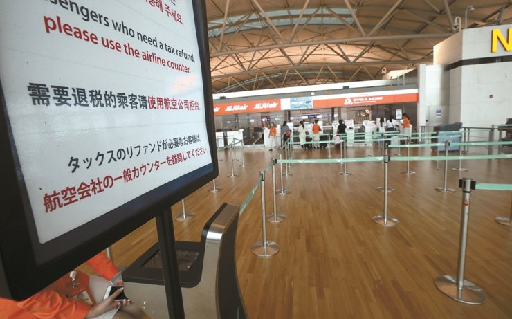 Jeju Air's baggage drop-off counter for Japan stands empty at Incheon International Airport, Aug. 4. / Yonhap